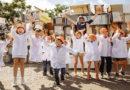 Дети сыграли в гигантский тетрис из старой бытовой техники